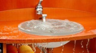 Salle de bain: Lavabo bouché